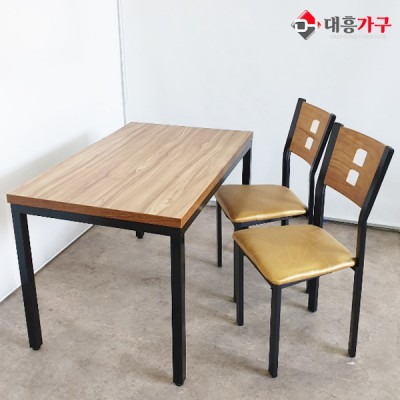 4인 테이블 세트